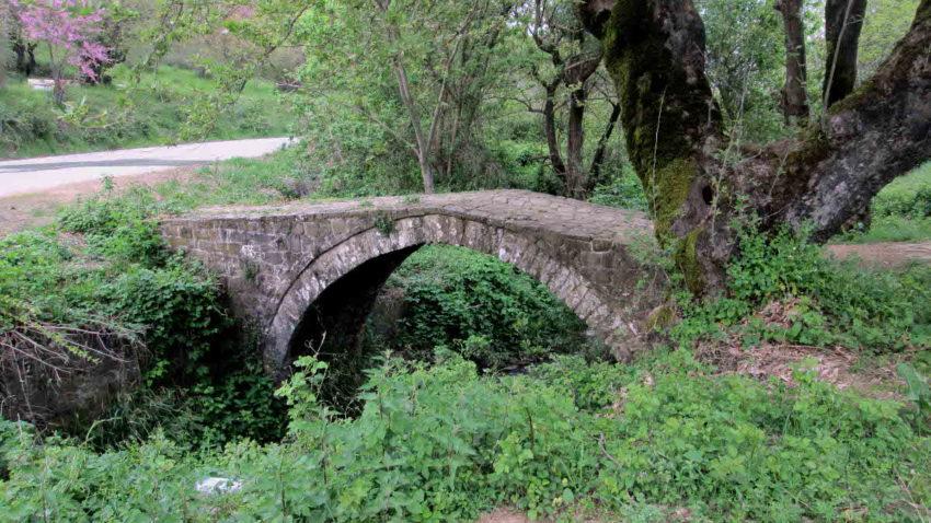 Γεφύρι στο Μοσχάτο κοντά στη λίμνη Πλαστήρα