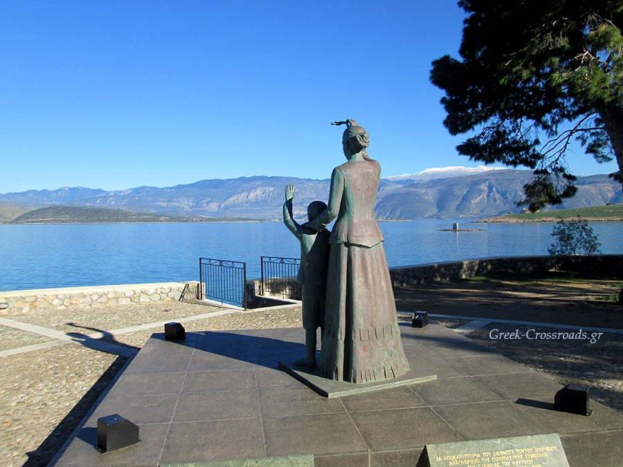 Γαλαξείδι μνημείο γυναίκας Φωκίδα