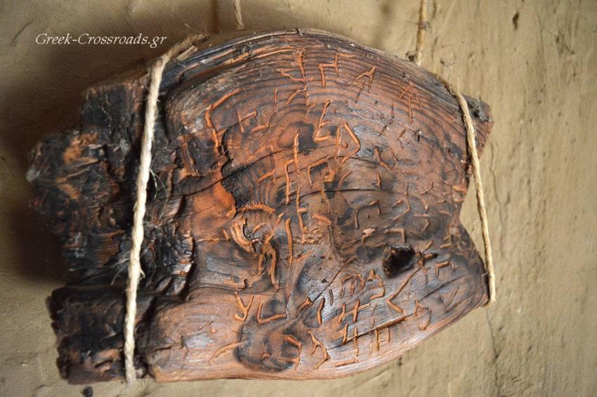 Νεολιθικός οικισμός Δισπηλιό Καστοριά επιγραφή